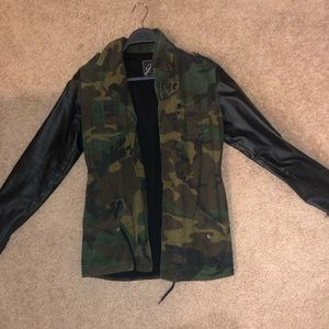 A light camo jacket with faux nether sleeves.